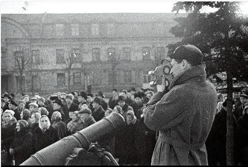 Actes de justice, événements publics : les criminels de la Seconde Guerre mondiale en procès